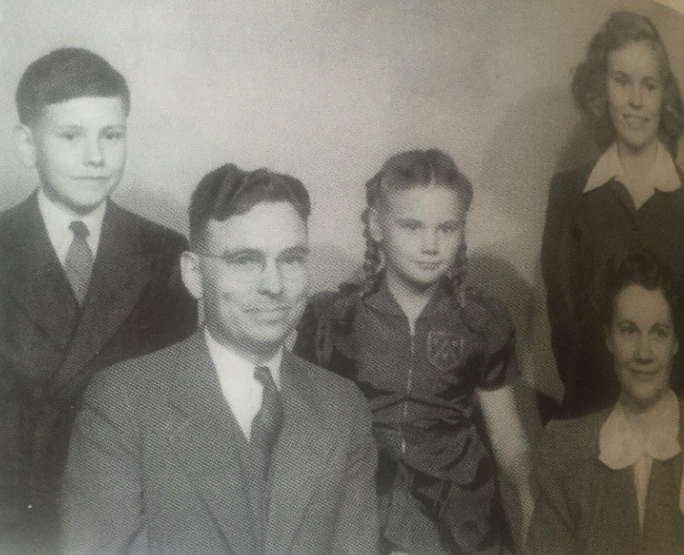 На заднем плане Уоррен Баффет - 12 лет